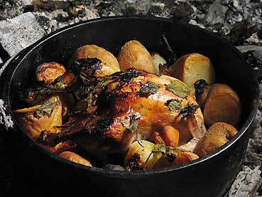 ダッチオーブンで鶏の丸焼き