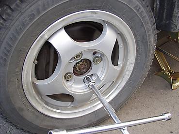 スタッドレスタイヤに交換 スタッドレスタイヤをつける