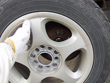 タイヤをとりはずす
