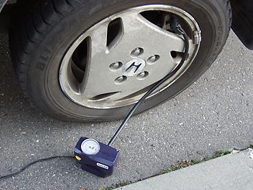 タイヤの空気圧を調整