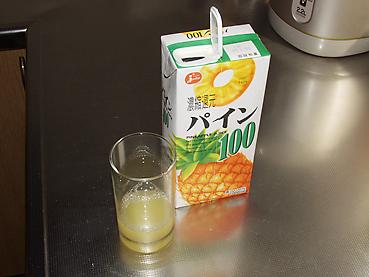 パイナップルジュースを少し入れる