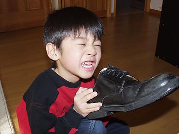 息子が靴の臭いで即死寸前!