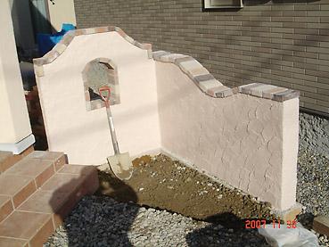 オシャレなガーデンウォール製作 工程5~屋外コンクリート用の水性ペンキで、仕上げ塗装!
