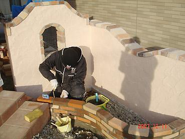 オシャレなガーデンウォール製作 工程6~レンガで花壇を製作