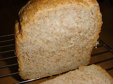 MKホームベーカリー HB-100で、全粒粉パンを焼きました
