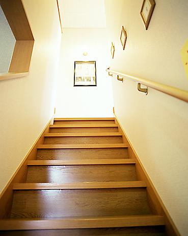 階段に火災報知器を設置