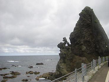 龍のような岩発見!
