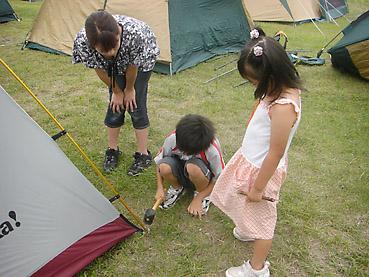 野塚キャンプ場でテント設営